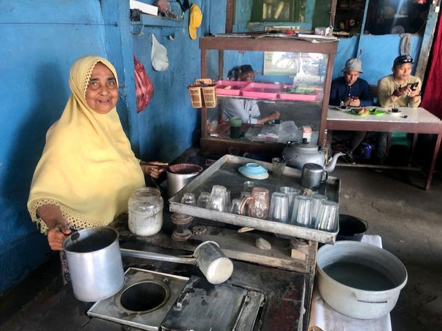 Kisah Nenek Fatimah, Barista Kopi Tradisional Tertua di Aceh (283861)