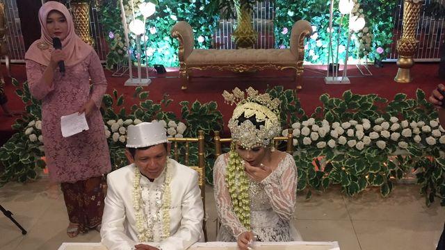 5 Fakta Pernikahan Ginanjar dengan Istrinya yang Beda Usia 32 Tahun (110313)