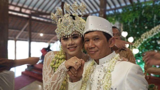 5 Fakta Pernikahan Ginanjar dengan Istrinya yang Beda Usia 32 Tahun (110312)