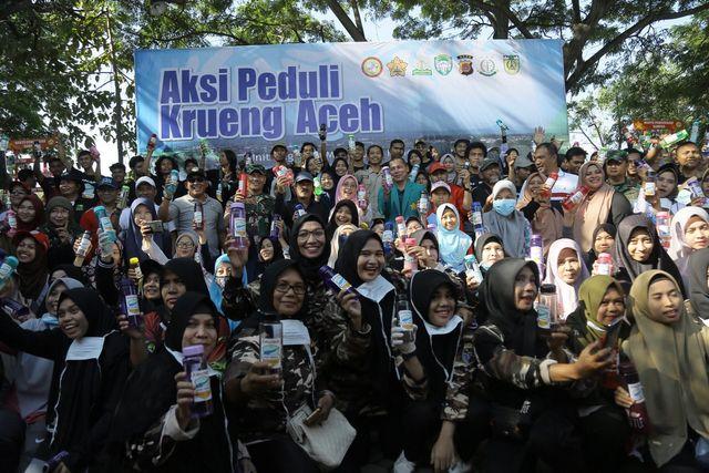 Foto: Aksi Mapala Leuser Bersihkan Krueng Aceh dari Sampah Plastik (286659)