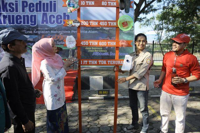 Foto: Aksi Mapala Leuser Bersihkan Krueng Aceh dari Sampah Plastik (286661)