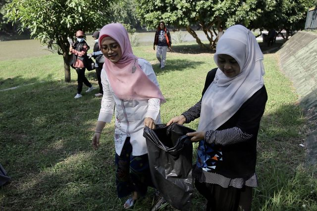 Foto: Aksi Mapala Leuser Bersihkan Krueng Aceh dari Sampah Plastik (286663)