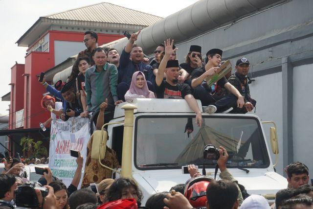 Ahmad Dhani keluar dari Lapas Cipinang