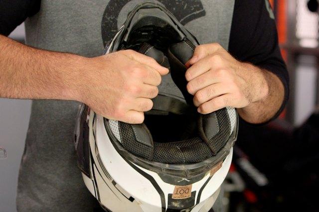 Perawatan helm motor
