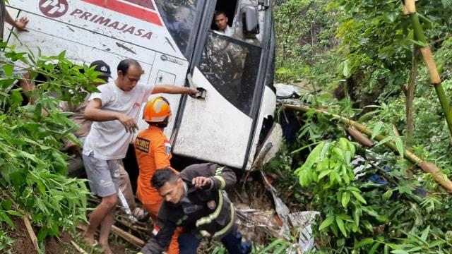 Bus Primajasa kecelakaan di Nagreg