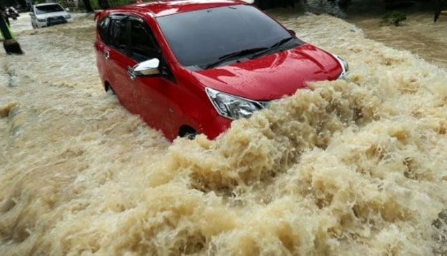Musim Hujan Tiba, Pemilik Mobil Wajib Tahu Ini Agar Tak Merugi  (91929)