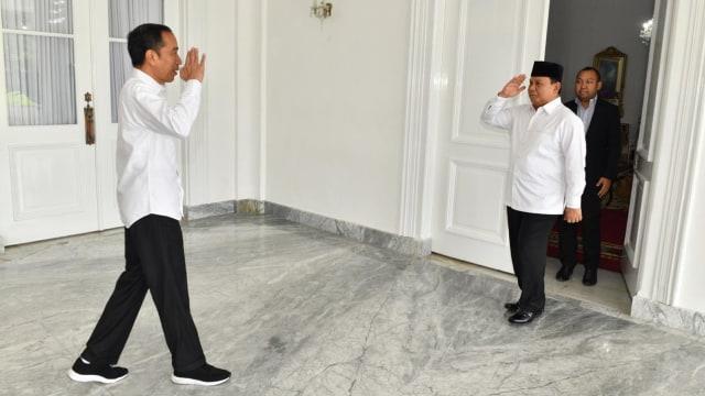 Jokowi Tak Lagi Bisa Jadi Capres, ke Mana Suara Relawan di 2024? (437570)