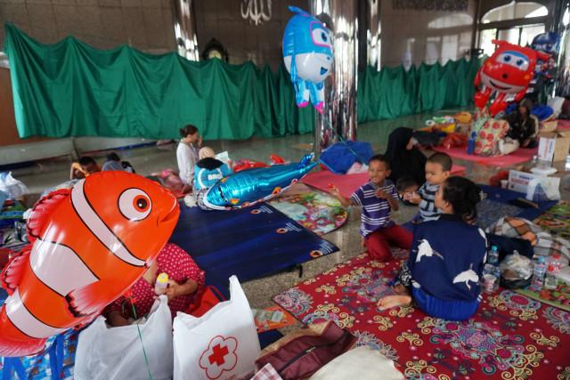 Pengungsi banjir Cipinang di Universitas Borobudur