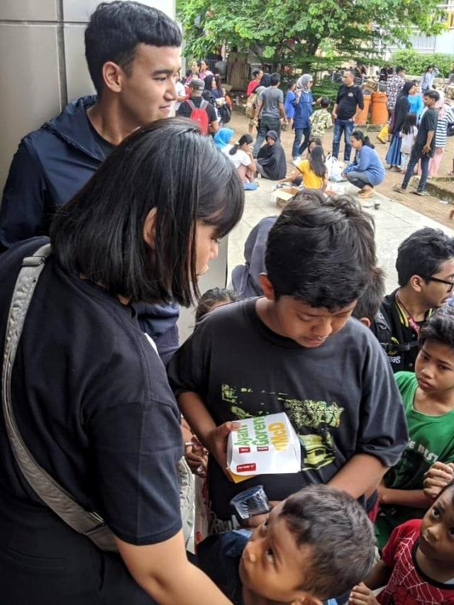 Radio Prambors Terjun Langsung Bantu Korban Banjir (150541)