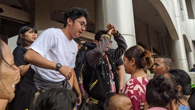 Radio Prambors Terjun Langsung Bantu Korban Banjir (150542)