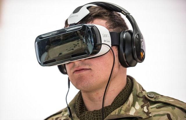 Soldier_Using_Virtual_Reality_Headset_MOD_45158483.jpg