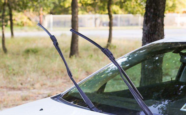 Mobil Terparkir Lama saat Pandemi, Kenali Tanda Karet Wiper Harus Diganti (77981)