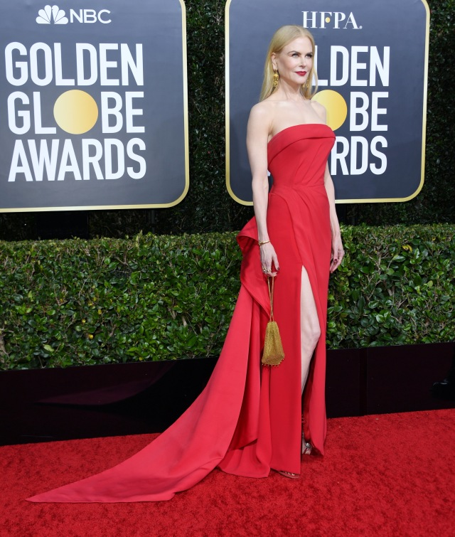 Parade Gaun Mewah Selebriti di Red Carpet Golden Globes 2020 (6276)