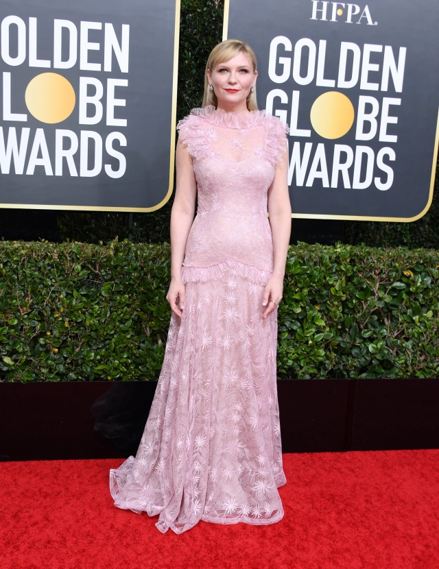 Parade Gaun Mewah Selebriti di Red Carpet Golden Globes 2020 (6266)