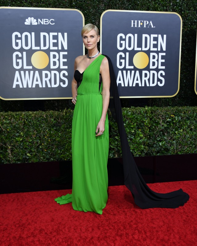 Parade Gaun Mewah Selebriti di Red Carpet Golden Globes 2020 (6275)