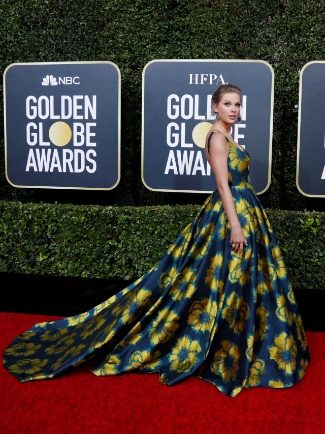 Parade Gaun Mewah Selebriti di Red Carpet Golden Globes 2020 (6272)
