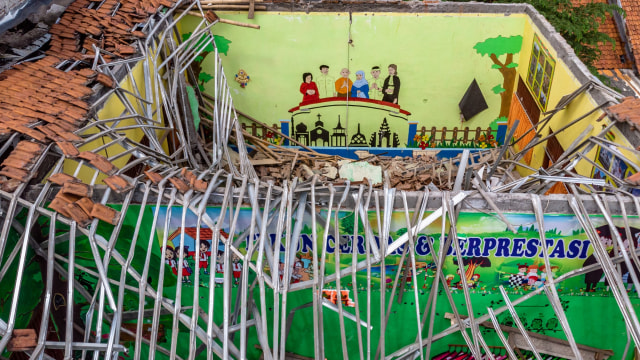 Foto: Yang Tersisa dari Robohnya Atap SDN Palebon 01 Semarang (59929)