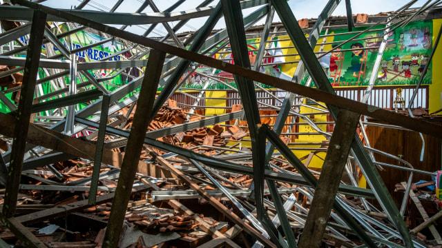 Foto: Yang Tersisa dari Robohnya Atap SDN Palebon 01 Semarang (59930)