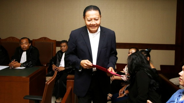 Sambil Menangis, Eks Anggota DPR Dhamantra Bantah Terima Suap Rp 2 M (73519)