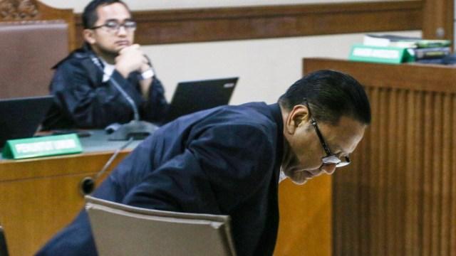 Sambil Menangis, Eks Anggota DPR Dhamantra Bantah Terima Suap Rp 2 M (73518)