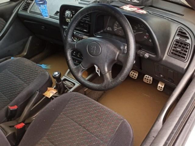 Dilema Mobil Korban Banjir (68954)
