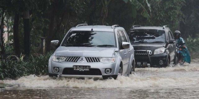 Dilema Mobil Korban Banjir (68959)