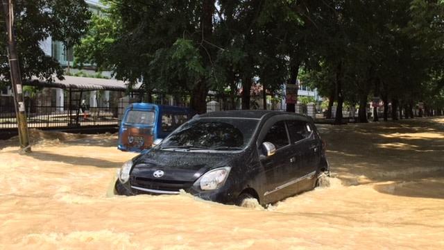 Dilema Mobil Korban Banjir (68956)