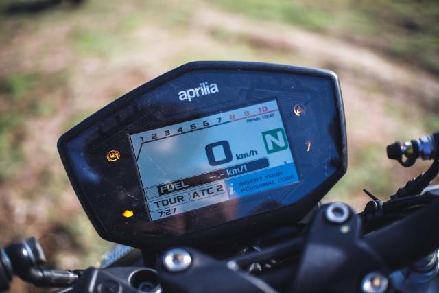 Mencoba Naked Bike Rp 560 Juta, Aprilia Shiver 900 (4419)