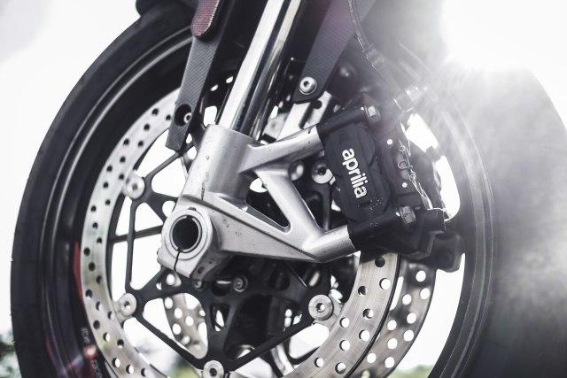 Mencoba Naked Bike Rp 560 Juta, Aprilia Shiver 900 (4420)