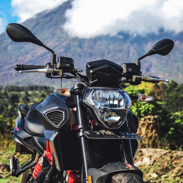 Mencoba Naked Bike Rp 560 Juta, Aprilia Shiver 900 (4413)
