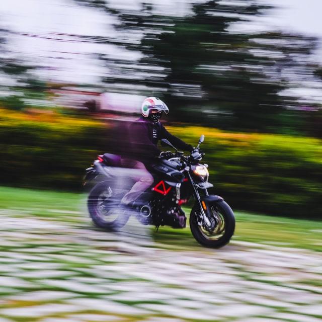 Mencoba Naked Bike Rp 560 Juta, Aprilia Shiver 900 (4407)