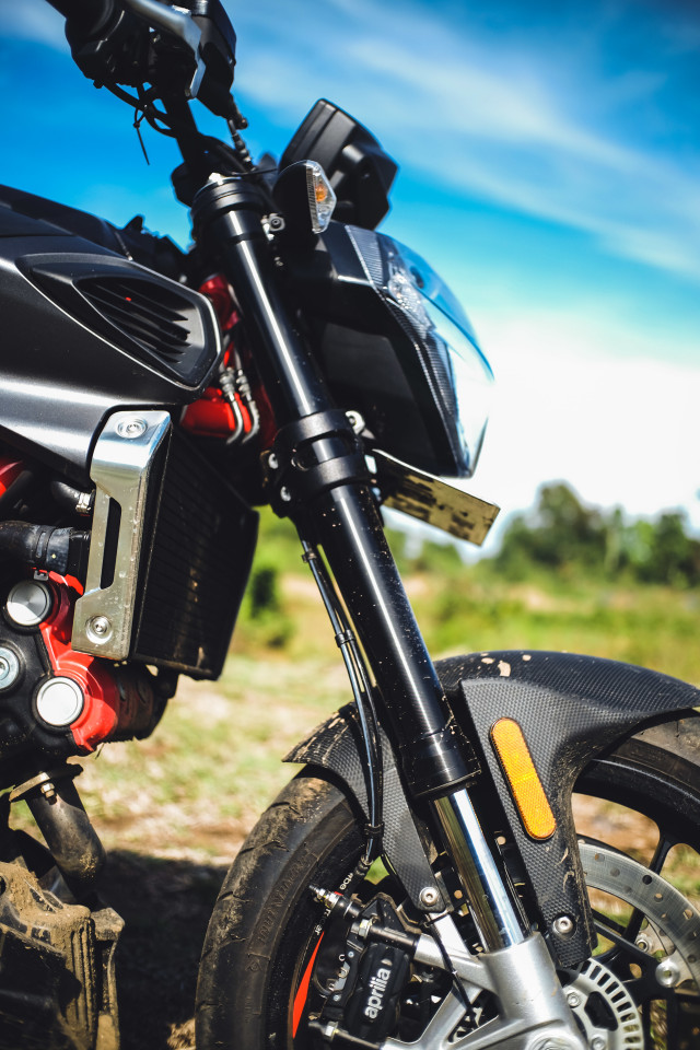 Mencoba Naked Bike Rp 560 Juta, Aprilia Shiver 900 (4416)