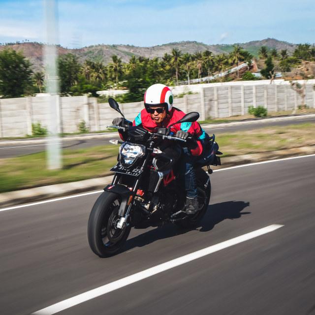 Mencoba Naked Bike Rp 560 Juta, Aprilia Shiver 900 (4406)
