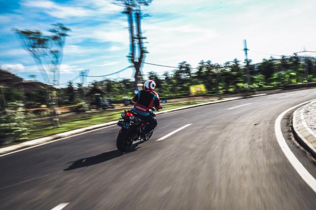 Mencoba Naked Bike Rp 560 Juta, Aprilia Shiver 900 (4408)