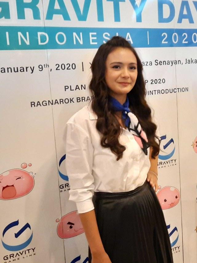 Main Ranah 3 Warna, Amanda Rawles Perdana Tampil Pakai Jilbab di Film (28043)