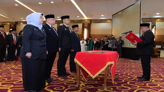 Pelantikan Pejabat Eselon III dan IV Pemprov Riau3.jpg