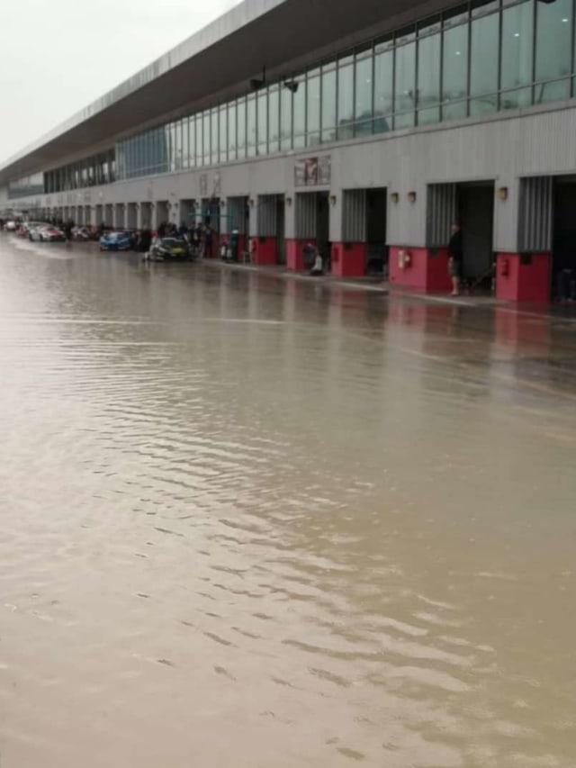 Bandara Dubai Banjir, Banyak Penerbangan Dialihkan dan Dibatalkan (301088)