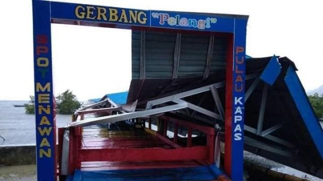 Jembatan Menuju Pulau Kapas, Sulteng, Ambruk Diterjang Angin Kencang - Kumparancom-6512