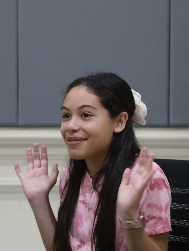 PTR, Penyanyi Izellah Connelly