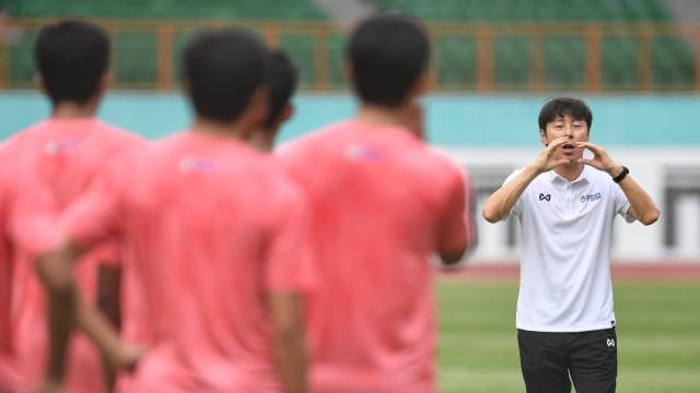 Setahun Iwan Bule Pimpin PSSI: Datangkan Shin Tae-yong hingga Berhentinya Liga  (19831)