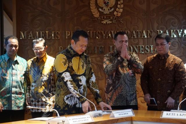 Pimpinan KPK, Firli Bahuri sambangi MPR, Bambang Soesatyo