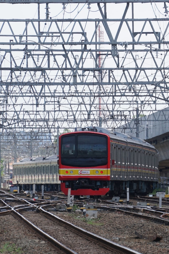Iustrasi KRL, Commuter Line, POTRAIT