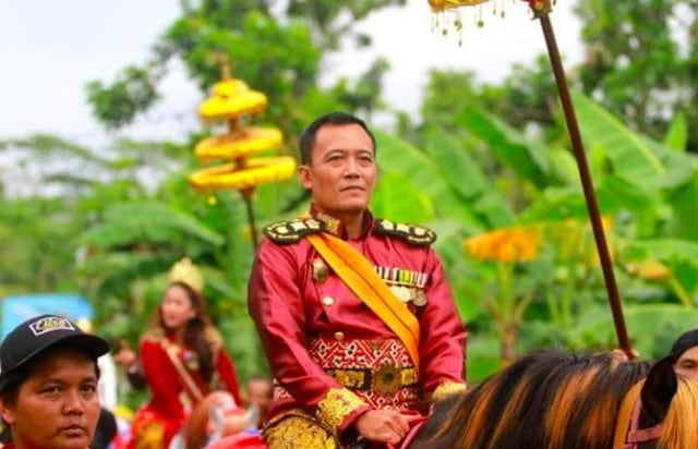 Raja dari Keraton Agung Sejagat Totok Santosa Hadinin