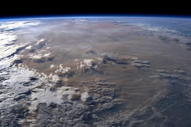 Pantauan satelit menangkap awan abu besar menyelimuti Austra