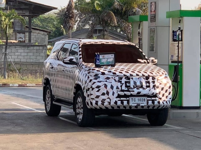 Bocoran gambar Toyota Fortuner facelift