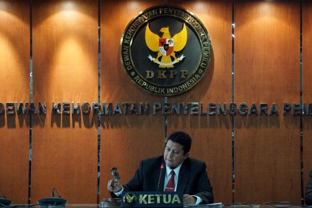 Terima Rp 10 Juta untuk Ubah Suara Pileg 2019, Komisioner KPU di Maluku Dipecat  (118833)