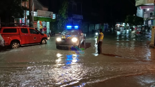 Cepu Diguyur Hujan, Sejumlah Ruas Jalan Banjir (63214)