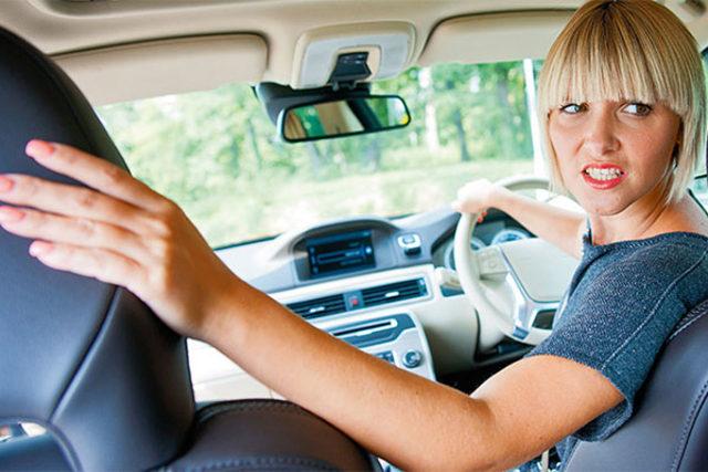 Ini Kondisi yang Diperbolehkan Mengemudi Mobil Pakai Satu Tangan (99676)