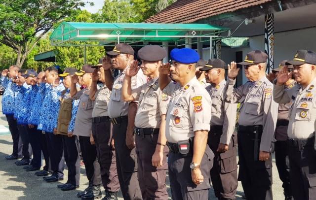 Apel pagi dalam rangka kesiapsiagaan bencana alam di lapangan upacara Kantor Bupati Jayapura, Sentani-Alan.jpg