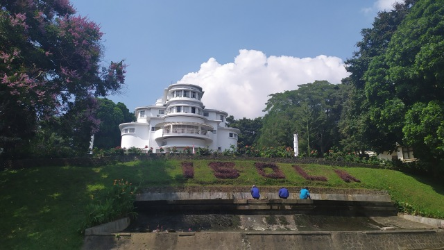 Halaman Isola Kampus UPI, Sunda Empire
